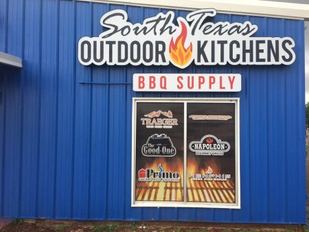 South Texas Outdoor Kitchens - Smokin' Lonestar - Arnie Segovia